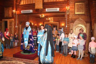 Епископ Матфей совершил молебен по случаю Дня знаний