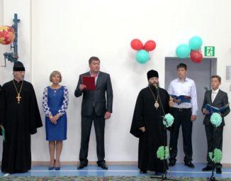 Управляющий епархией посетил торжественную линейку в МБОУ «Центр образования» пос. Угольные Копи