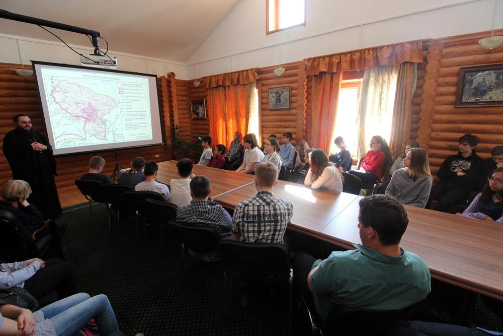 Лекция по истории славянской письменности в Епархиальном управлении